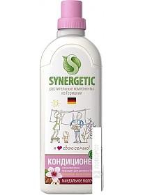 Кондиционер Synergetic Миндальное молочко 1 л